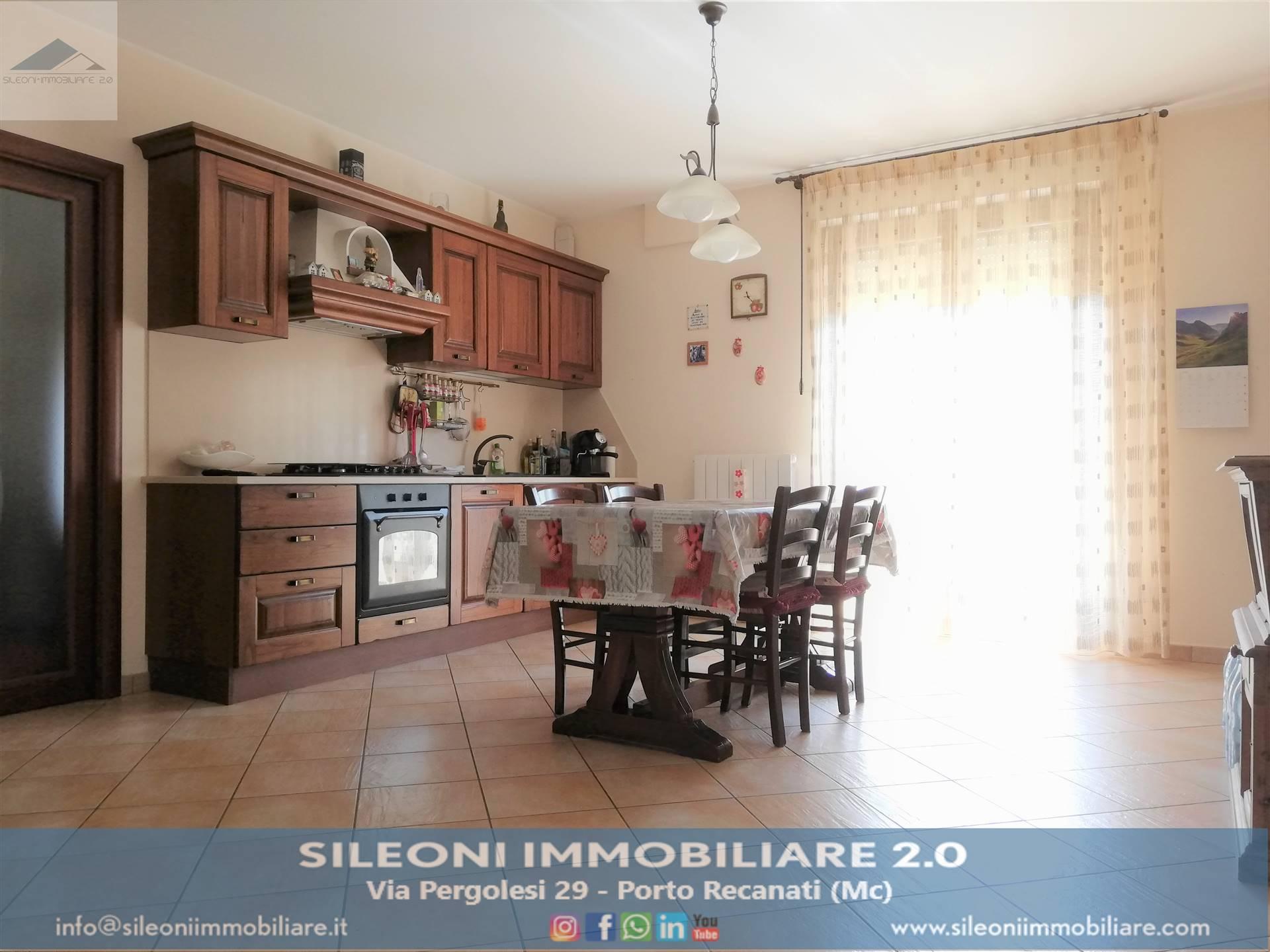 Appartamento in vendita a Pollenza, 3 locali, zona Località: RAMBONA, prezzo € 130.000 | CambioCasa.it