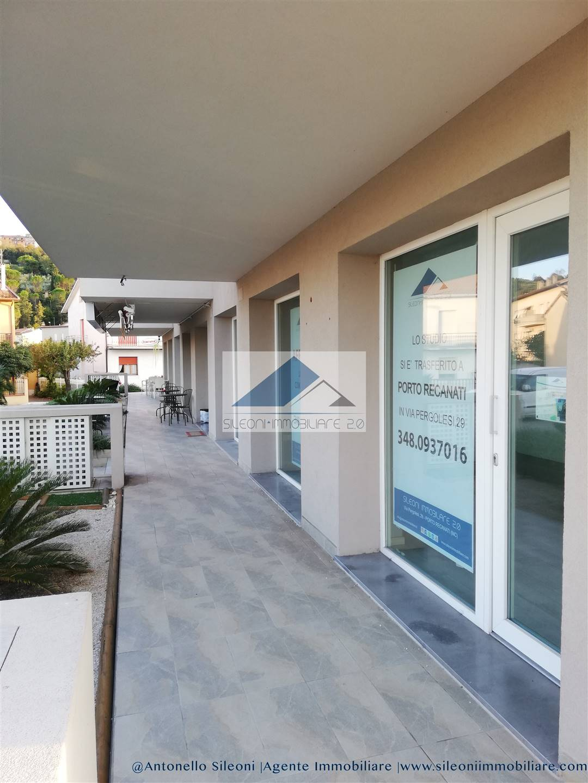 Negozio / Locale in affitto a Loreto, 2 locali, zona Località: MUSONE, prezzo € 800 | CambioCasa.it