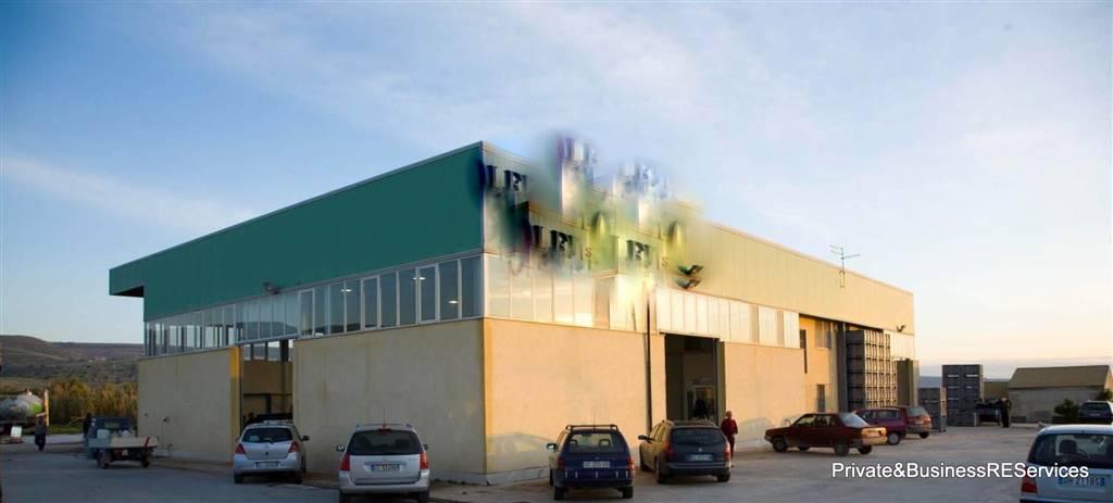 Capannone in vendita a Chiaramonte Gulfi, 10 locali, zona Zona: Roccazzo, prezzo € 900.000 | CambioCasa.it