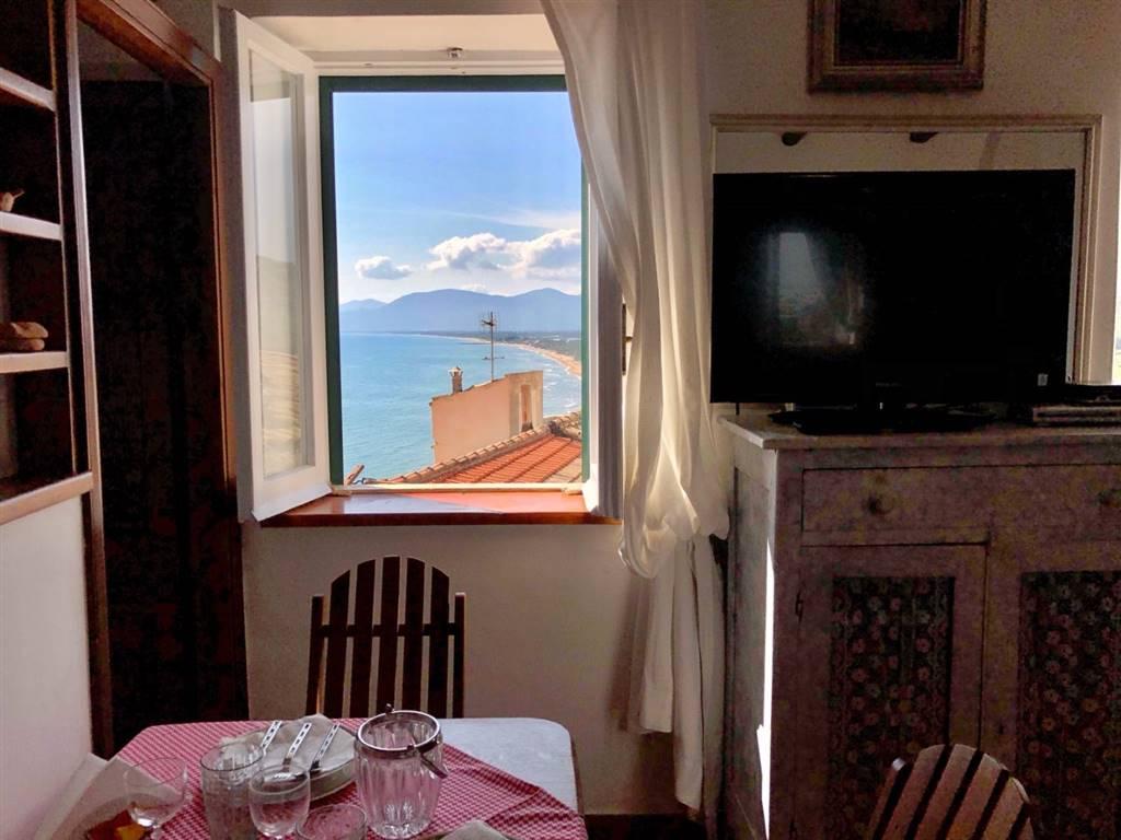 Camera Matrimoniale 12 Mq.Appartamento In Vacanza A Sperlonga Zona Centro Latina Rif Ae 0110