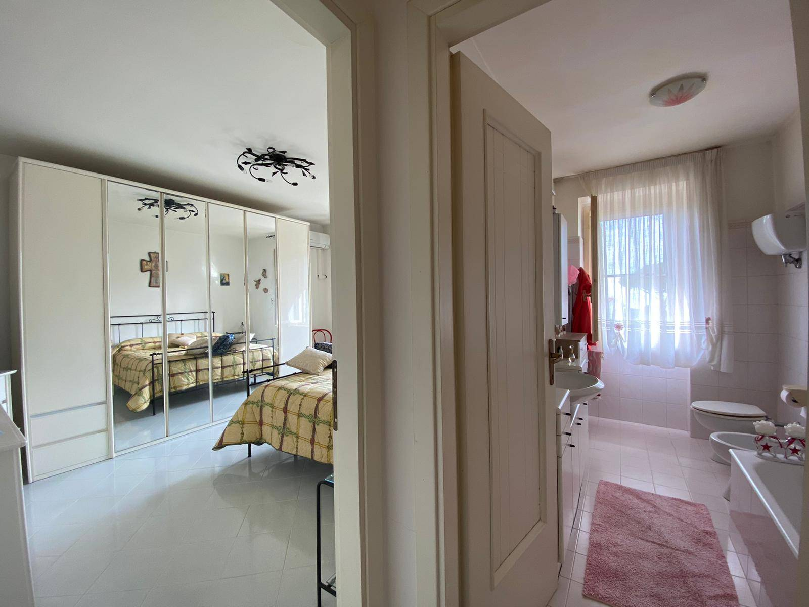ingresso bagno e camera
