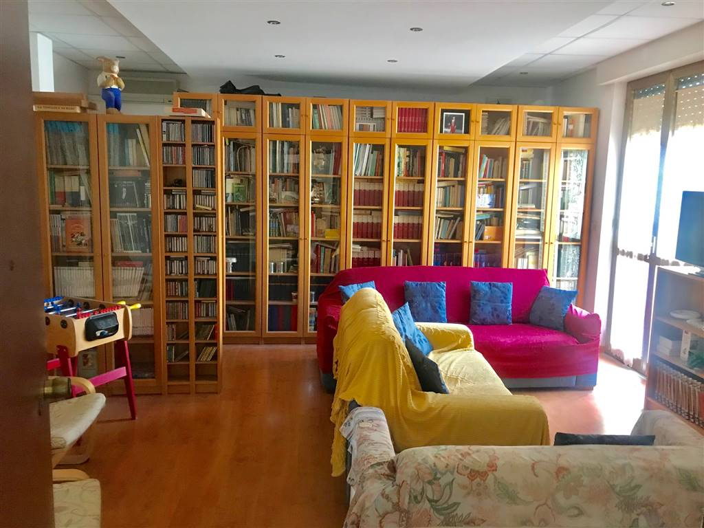 MADONNELLA, BARI, Apartment for sale of 135 Sq. mt., Habitable, Heating Individual heating system, Energetic class: G, Epi: 2 kwh/m2 year, placed at
