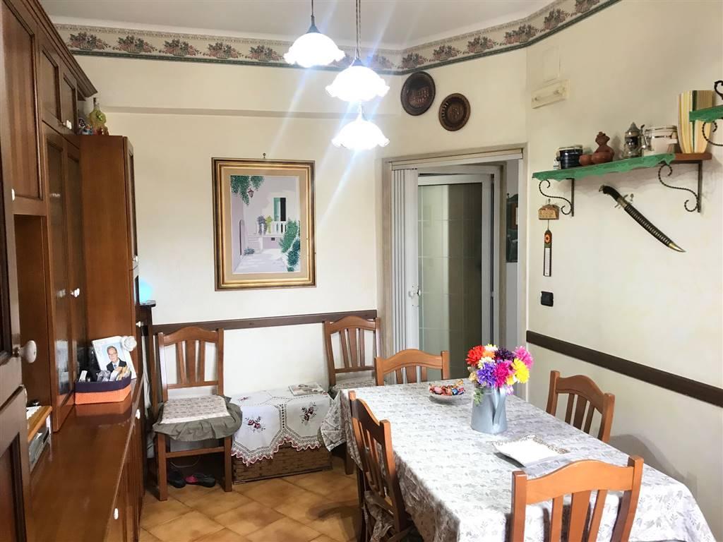 MADONNELLA, BARI, Wohnung zu verkaufen von 60 Qm, Gutem, Heizung Unabhaengig, Energie-klasse: G, Epi: 2 kwh/m2 jahr, am boden 5°, zusammengestellt