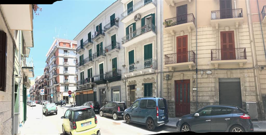 MADONNELLA, BARI, Apartment for sale of 105 Sq. mt., Good condition, Heating Non-existent, Energetic class: G, Epi: 2 kwh/m2 year, placed at 2° on 3,
