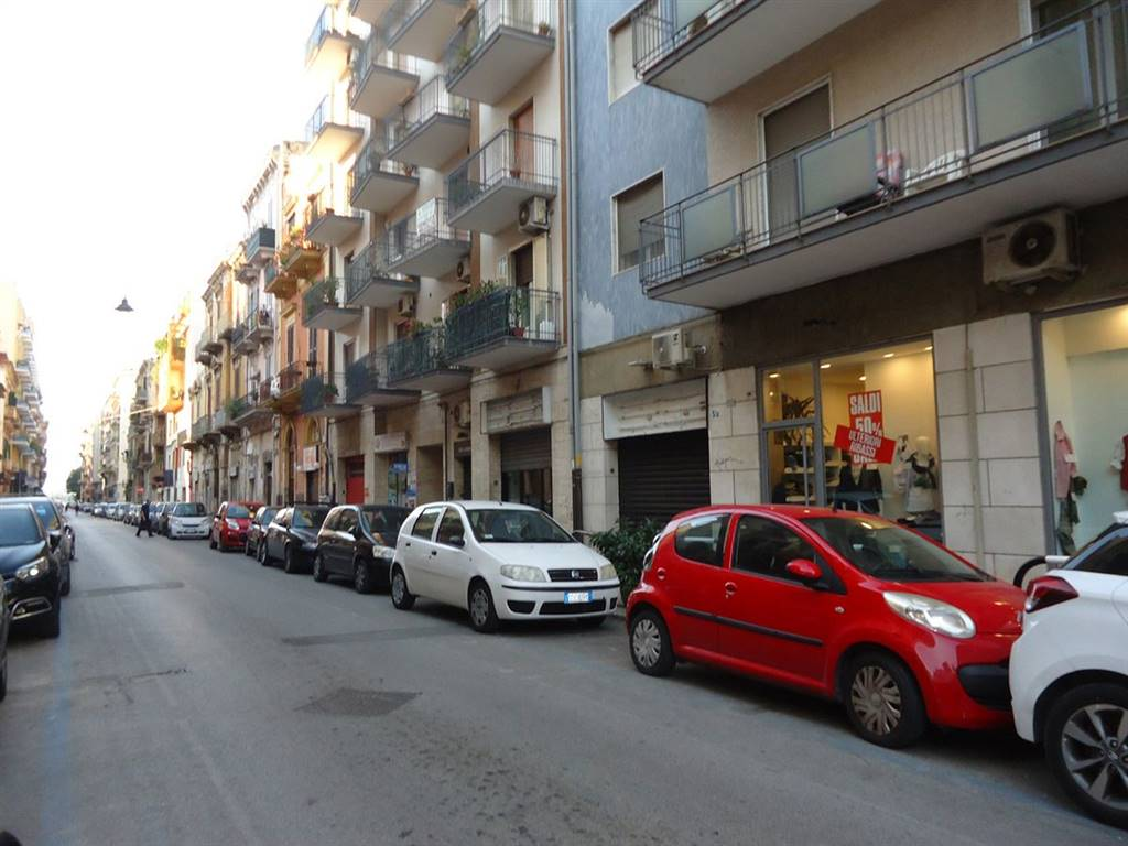 MADONNELLA, BARI, Shop for rent of 33 Sq. mt., Good condition, placed at Ground on 3, composed by: , 1 Bathroom, Price: € 500