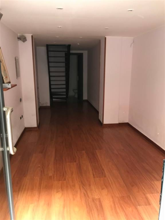 MADONNELLA, BARI, Shop for rent of 30 Sq. mt., Restored, Energetic class: G, Epi: 2 kwh/m3 year, placed at Ground on 3, composed by: , 1 Bathroom,