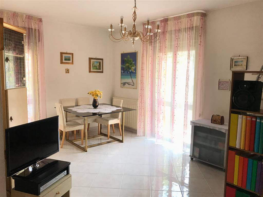 LIBERTÀ, BARI, Apartment for sale of 90 Sq. mt., Good condition, Heating Individual heating system, Energetic class: G, Epi: 2 kwh/m2 year, placed at