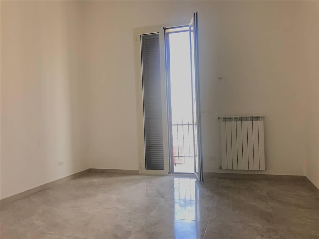 In zona Centralissima ( via Trevisani) Ampio e luminoso bivani + doppi accessori. e separata dependance privata con secondo bagno, l'immobile è