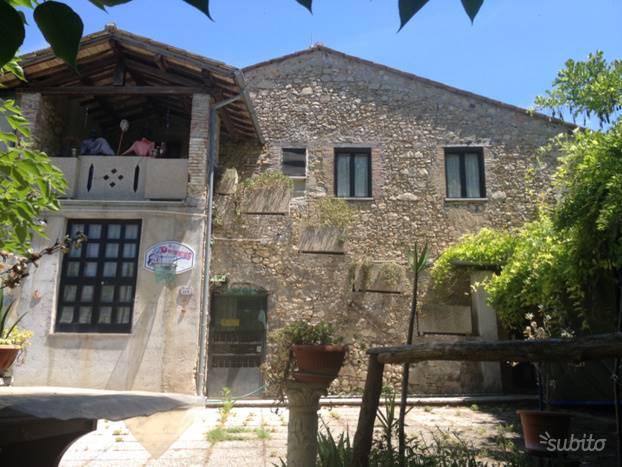 Rustico / Casale in vendita a Narni, 10 locali, zona Zona: Schifanoia, prezzo € 165.000 | CambioCasa.it