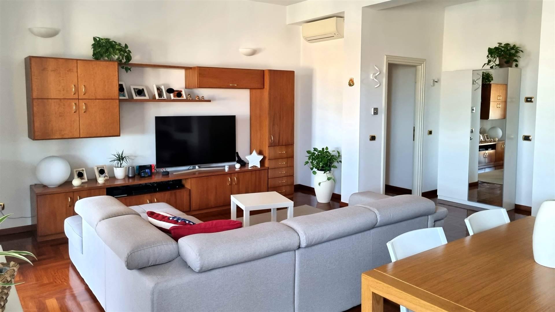 Appartamento in vendita a Casalpusterlengo, 6 locali, prezzo € 155.000   CambioCasa.it