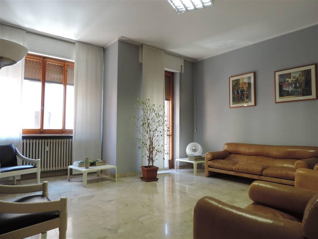 Appartamento in vendita a Alessandria, 7 locali, zona Zona: Centro-P.tta della Lega, prezzo € 100.000   CambioCasa.it