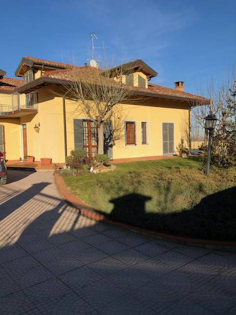 Soluzione Indipendente in vendita a Pecetto di Valenza, 10 locali, zona Zona: Pellizzari, prezzo € 245.000 | CambioCasa.it