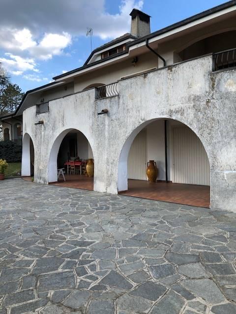Villa Bifamiliare in vendita a Cerro Tanaro, 10 locali, Trattative riservate | CambioCasa.it