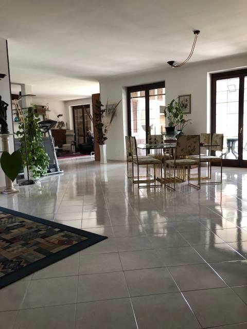 Villa in vendita a Valenza, 11 locali, Trattative riservate | CambioCasa.it
