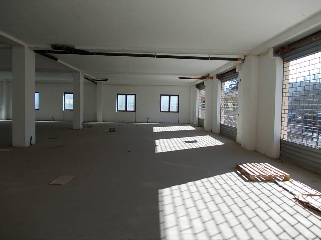 Immobile Commerciale in affitto a Rende, 1 locali, zona Località: SURDO, Trattative riservate   CambioCasa.it