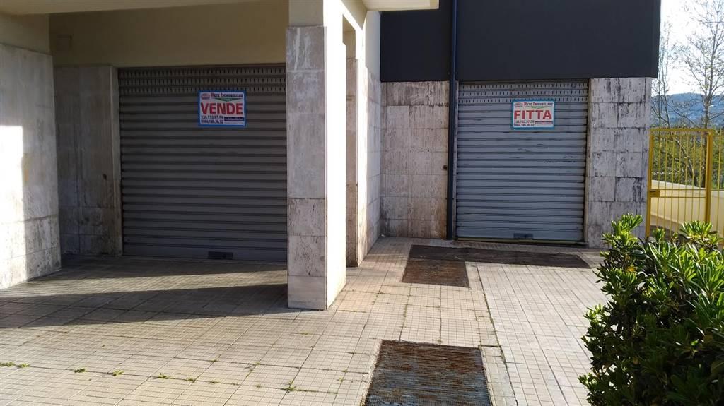 Immobile Commerciale in affitto a Rende, 9999 locali, prezzo € 1.000   CambioCasa.it