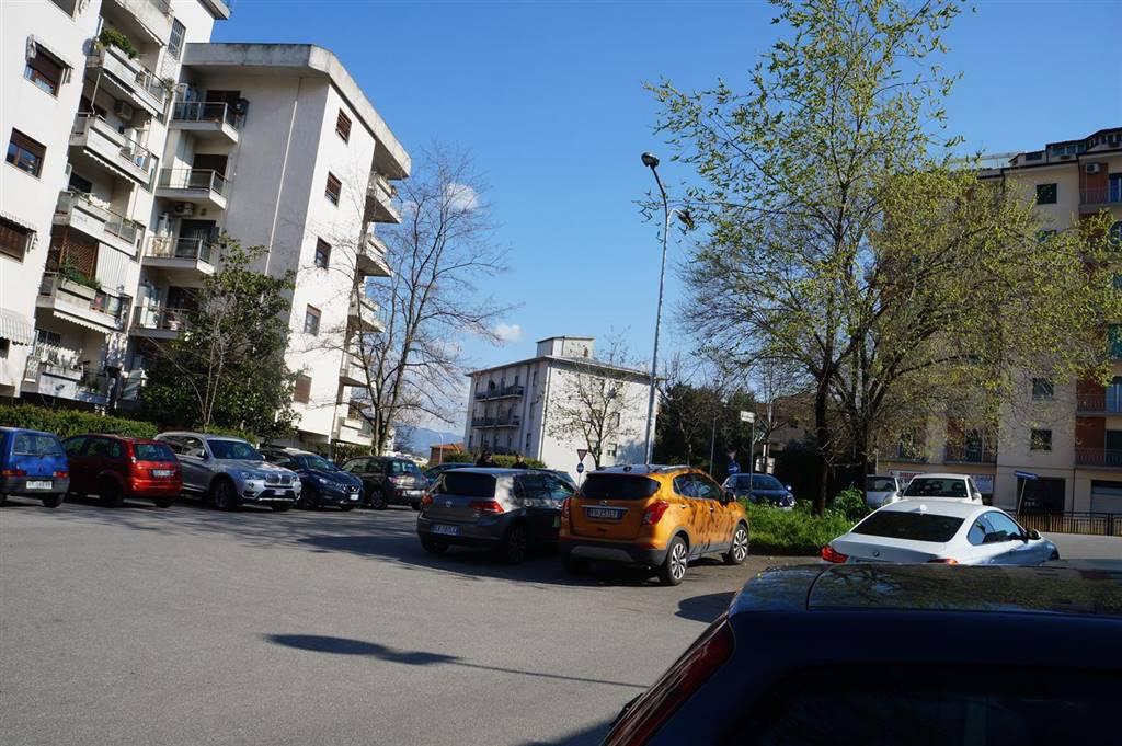 Locale commerciale, Città 2000, Cosenza