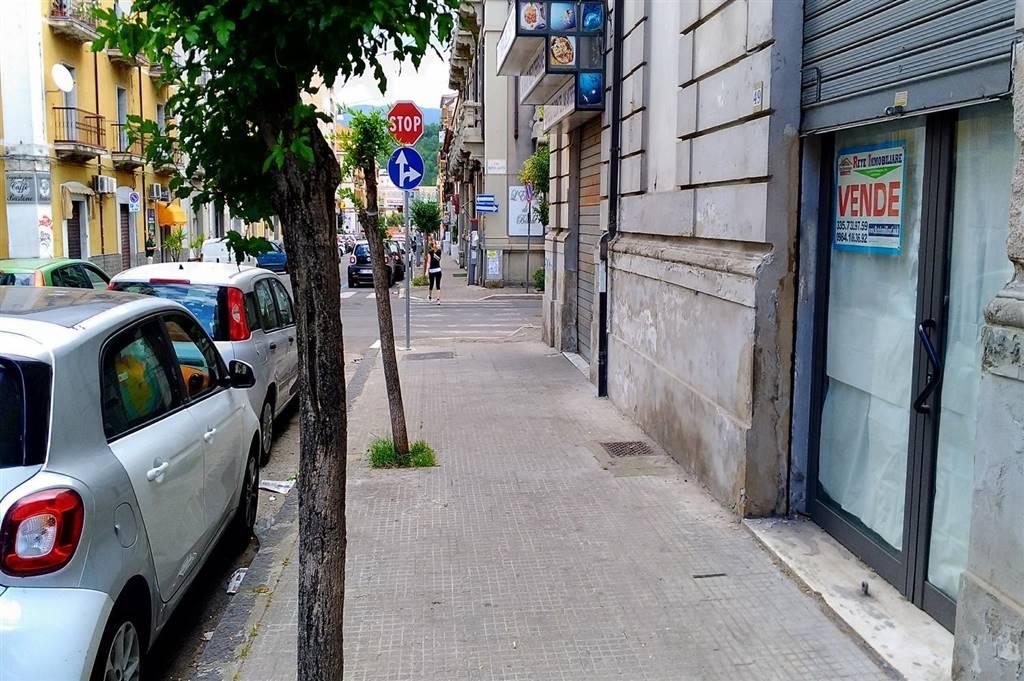 Negozio / Locale in vendita a Cosenza, 1 locali, zona Località: CENTRO CITTÀ, prezzo € 65.000   CambioCasa.it