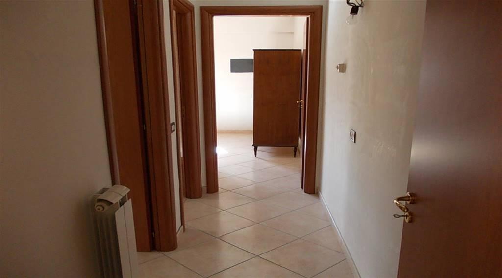 Quadrilocale, Via Popilia, Cosenza, in ottime condizioni