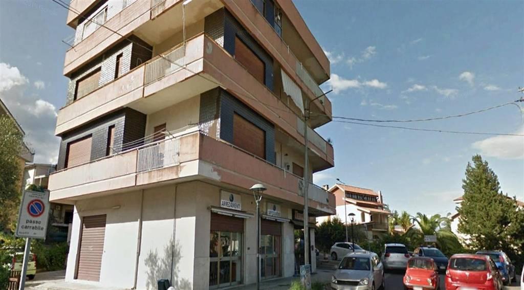 Immobile Commerciale in vendita a Castrolibero, 2 locali, prezzo € 80.000 | CambioCasa.it
