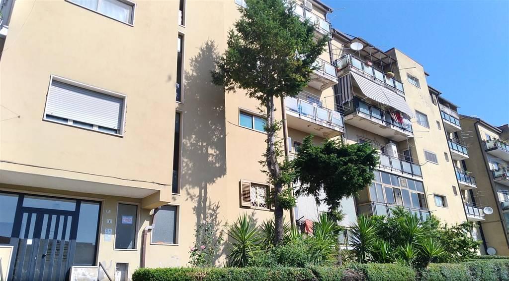 Appartamento in vendita a Cosenza, 6 locali, zona à 2000, prezzo € 70.000 | PortaleAgenzieImmobiliari.it