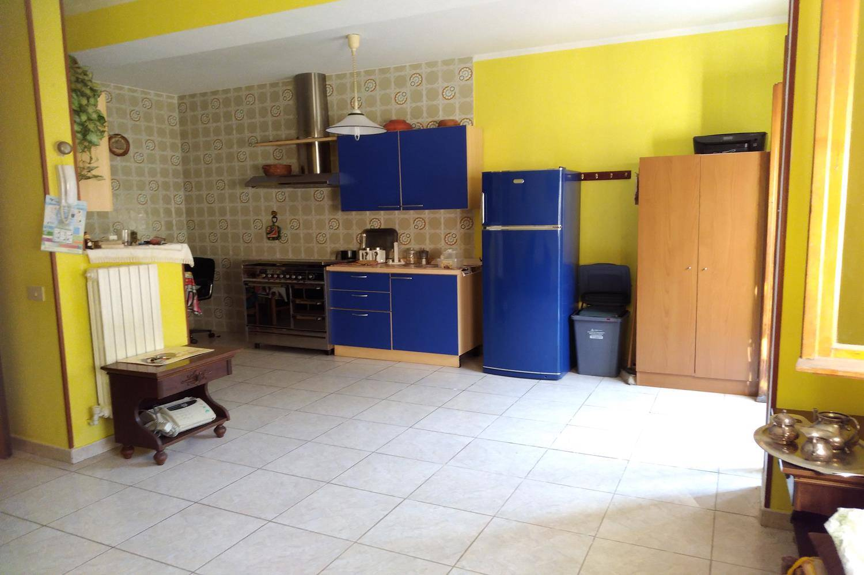 Appartamento in vendita a Castrolibero, 4 locali, zona Località: ANDREOTTA, prezzo € 95.000 | CambioCasa.it