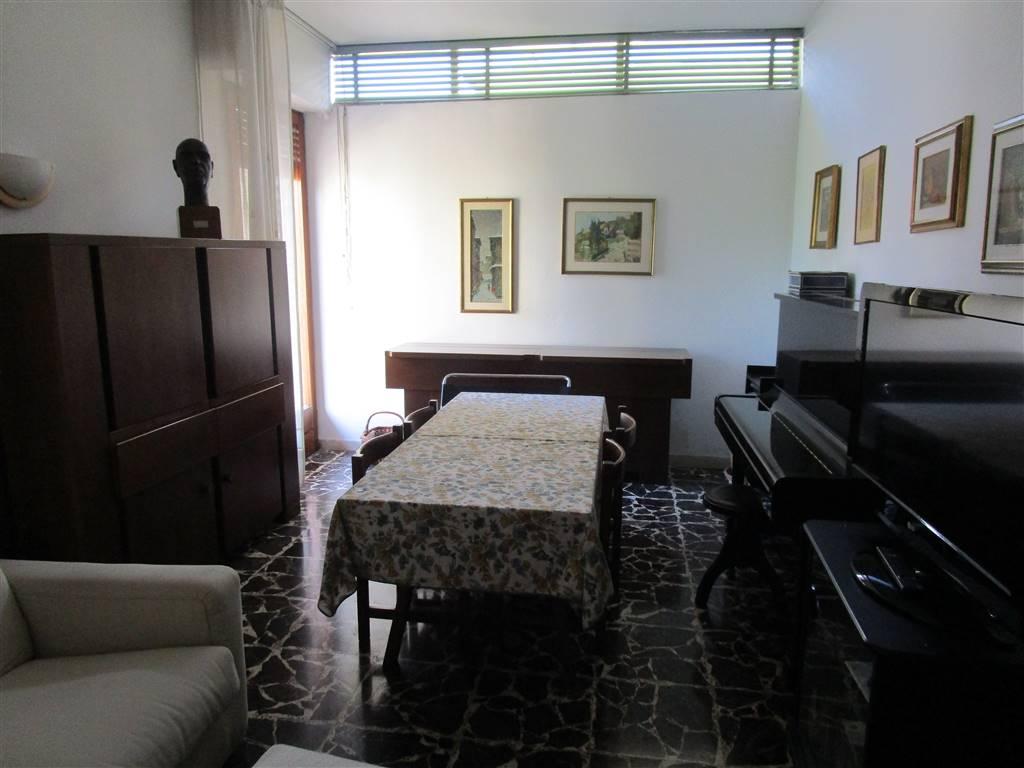 PISTOIA NUOVA, PISTOIA, Appartamento in vendita di 105 Mq, Buone condizioni, Riscaldamento Centralizzato, Classe energetica: G, Epi: 253,34 kwh/m2