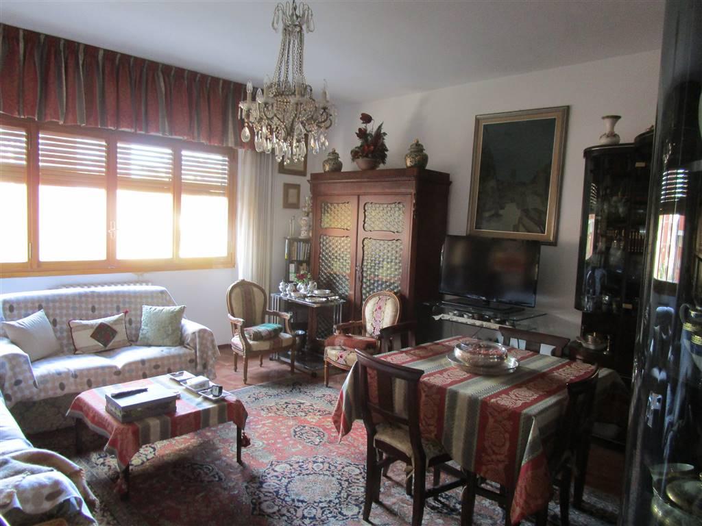 PISTOIA NUOVA, PISTOIA, Appartamento in vendita di 200 Mq, Buone condizioni, Riscaldamento Centralizzato, Classe energetica: G, posto al piano 2°,
