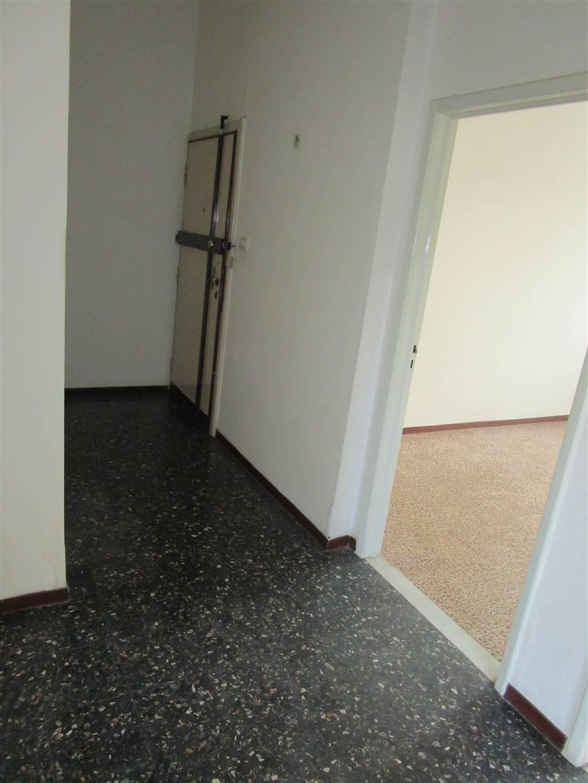 PISTOIA OVEST, PISTOIA, Appartamento in vendita di 80 Mq, Buone condizioni, Riscaldamento Autonomo, Classe energetica: G, posto al piano 1°, composto