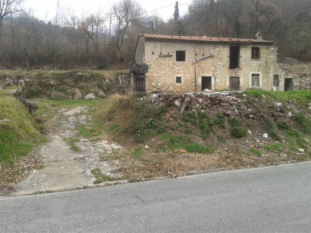Rustico / Casale in vendita a Balsorano, 4 locali, zona Località: CASE DI NORCIA, prezzo € 34.000 | CambioCasa.it