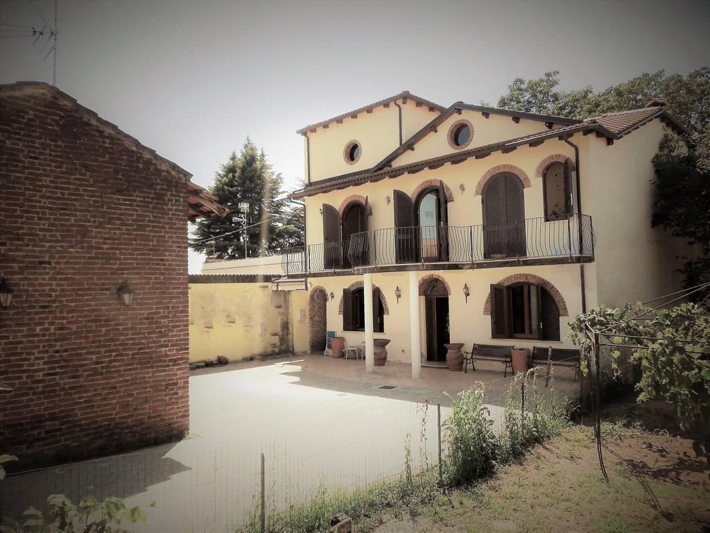 Villa, Palestro, in nuova costruzione