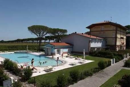 JESOLO Villetta in complesso con piscina e giardino Foto 1