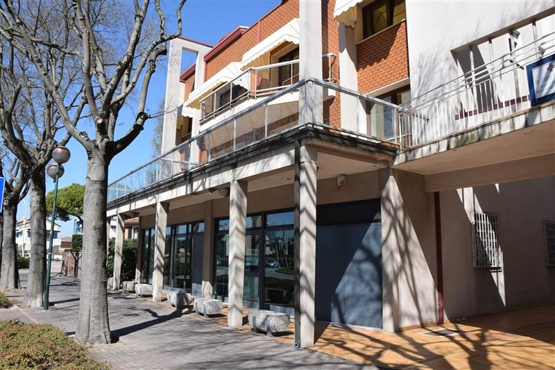 LIDO DI JESOLO, JESOLO, Shop for sale of 170 Sq. mt., Energetic class: F, Epi: 0 kwh/m3 year, placed at Ground, composed by: , Parking space, Price:
