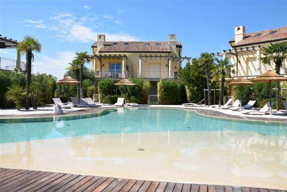 JESOLO Appartamento con piscina e giardino privato Foto 8
