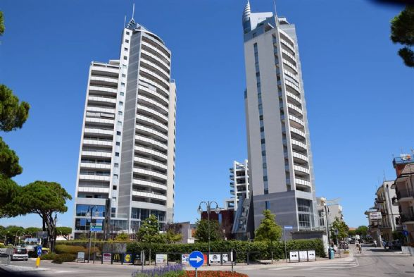 LIDO DI JESOLO, JESOLO, Office for rent of 110 Sq. mt., New construction, Heating Individual heating system, Energetic class: A, Epi: 0 kwh/m3 year,