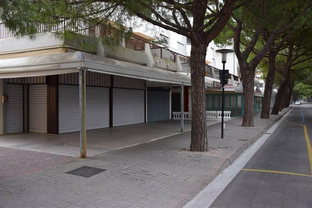 JESOLO Negozio su via principale pedonale Foto 5