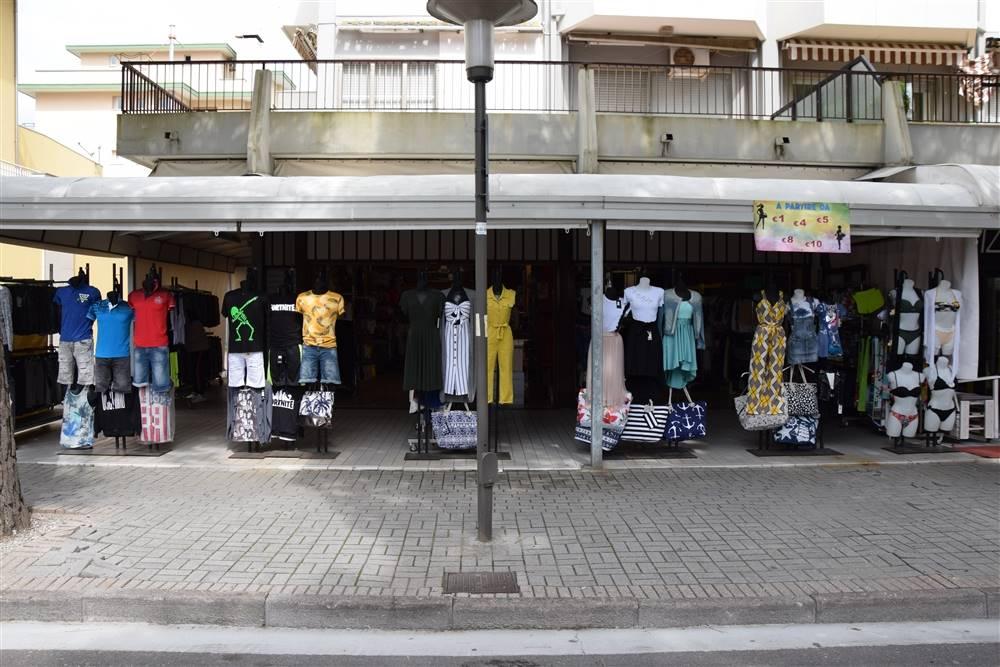 JESOLO Negozio su via principale pedonale Foto 2