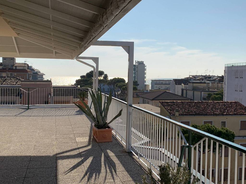 LIDO DI JESOLO, JESOLO, Apartment for sale of 147 Sq. mt., Good condition, Energetic class: D, placed at 5° on 5, composed by: 8 Rooms, Separate