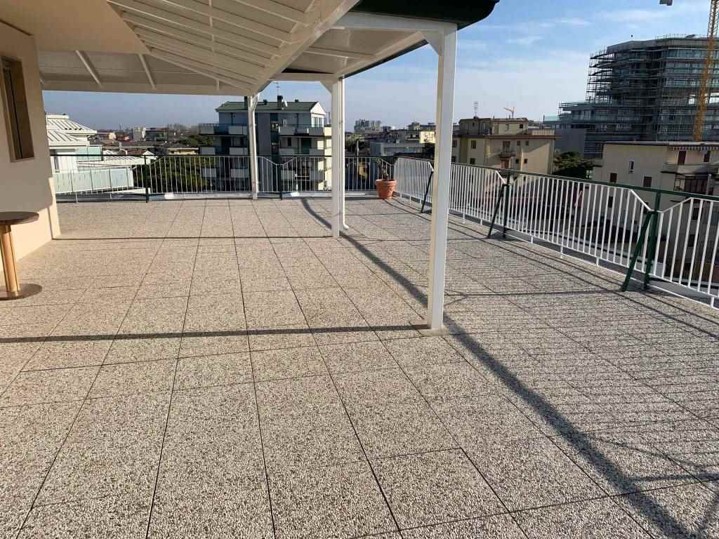 LIDO DI JESOLO, JESOLO, Penthouse for sale of 147 Sq. mt., Good condition, Energetic class: D, placed at 5° on 5, composed by: 8 Rooms, Separate