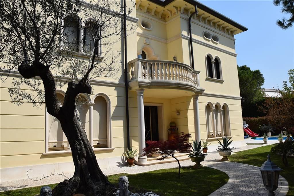 CHIARANO Villa con piscina e annessi Foto 3