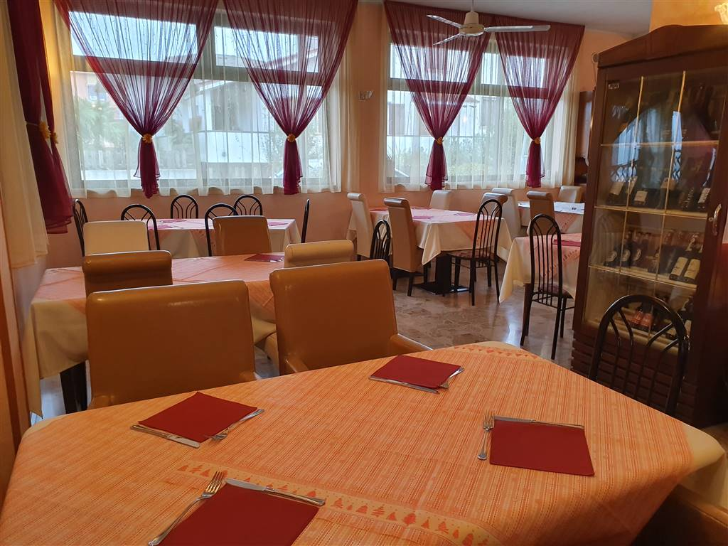 JESOLO, Pizzeria / Pub for sale of 310 Sq. mt., Good condition, Energetic class: D, composed by: 6 Rooms, Price: € 300,000