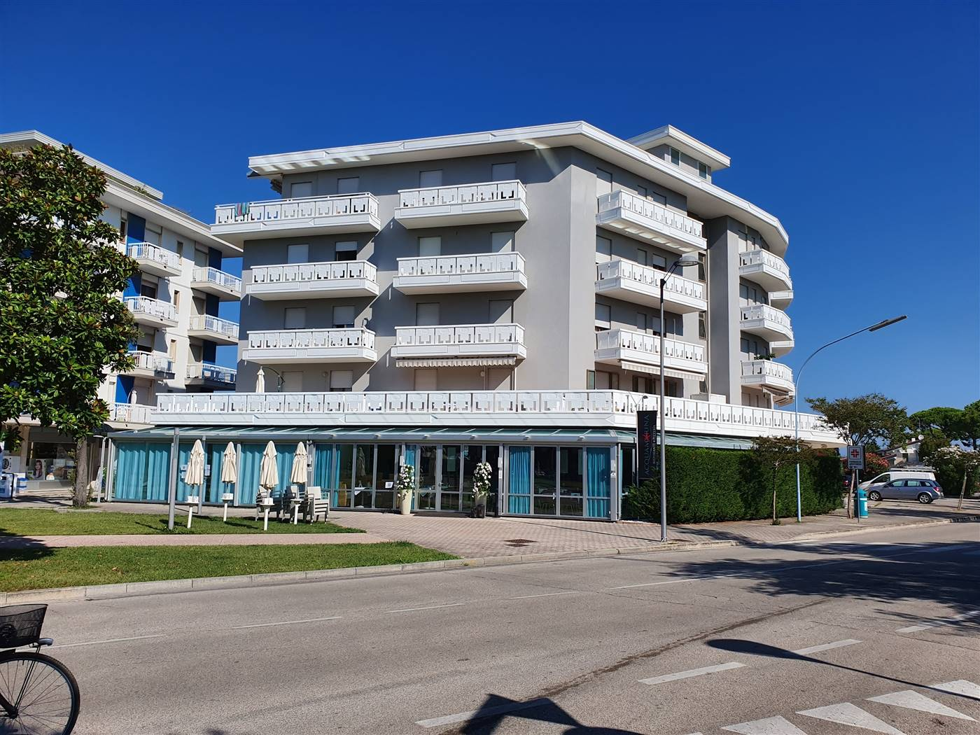 LIDO DI JESOLO, JESOLO, Shop for sale of 295 Sq. mt., Energetic class: F, placed at Ground on 3, composed by: , Price: € 285,000