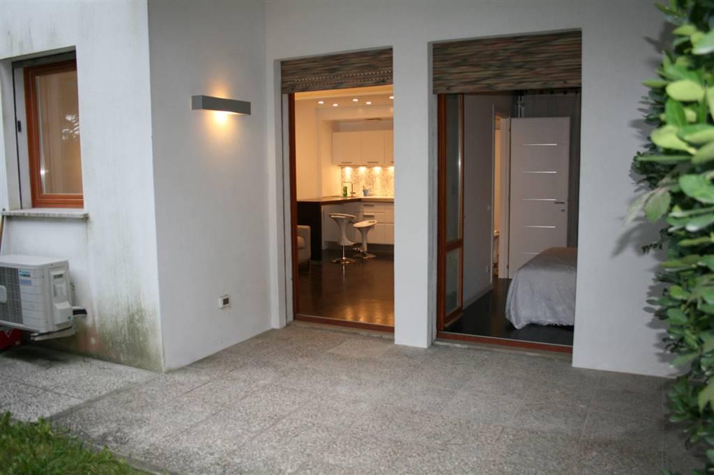 JESOLO Appartamento fronte mare con giardino privato Foto 8