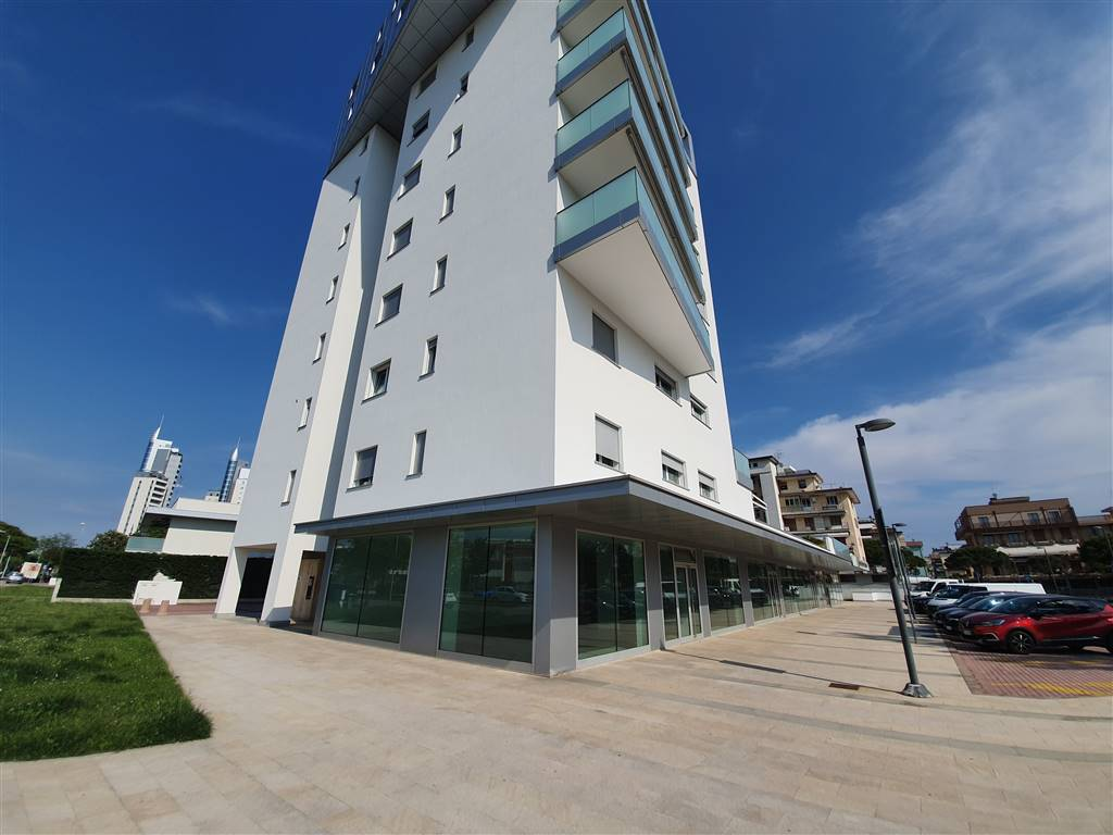 LIDO DI JESOLO, JESOLO, Shop for sale of 292 Sq. mt., Good condition, Energetic class: D, placed at Ground, composed by: , Parking space, Price: €