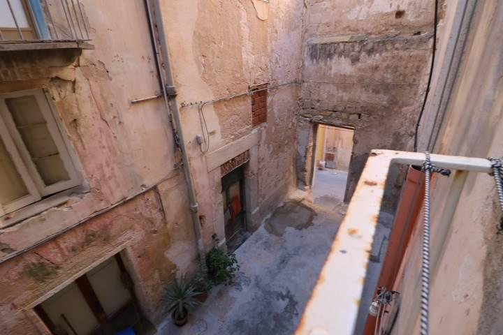 Palazzo / Stabile in vendita a Trapani, 6 locali, zona Zona: Centro storico, prezzo € 90.000 | CambioCasa.it