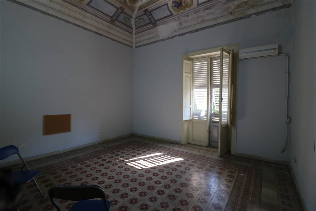 Appartamento in vendita a Trapani, 5 locali, zona Zona: Zona pregiata, prezzo € 135.000 | CambioCasa.it