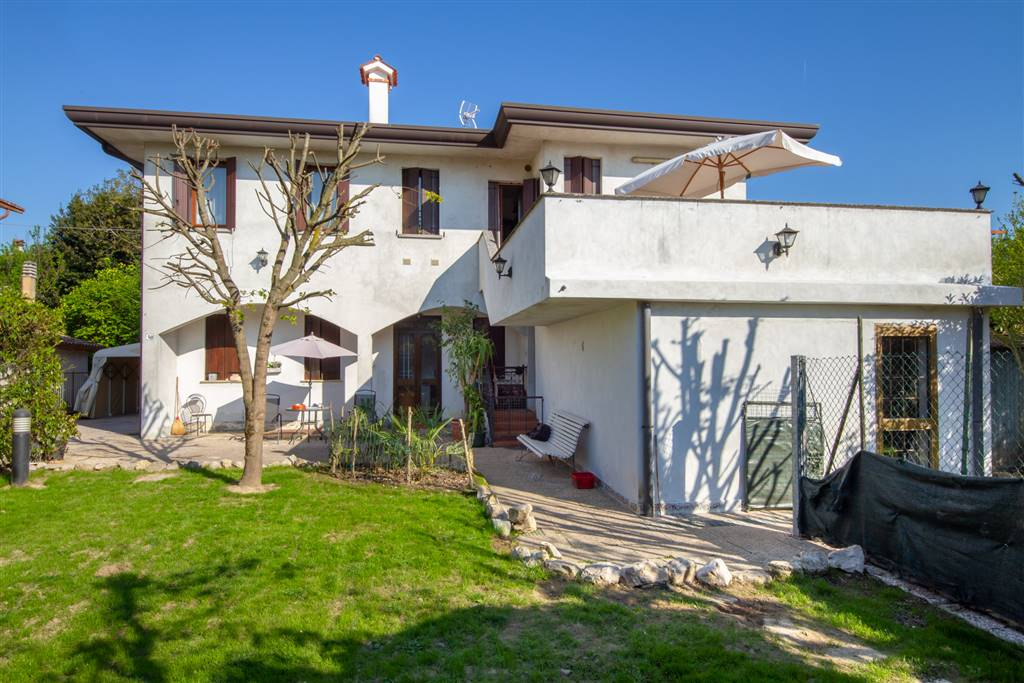 FAVARO VENETO, VENEZIA, Duplex villa for sale of 226 Sq. mt., Habitable, Heating Individual heating system, Energetic class: F, placed at Ground on 1,
