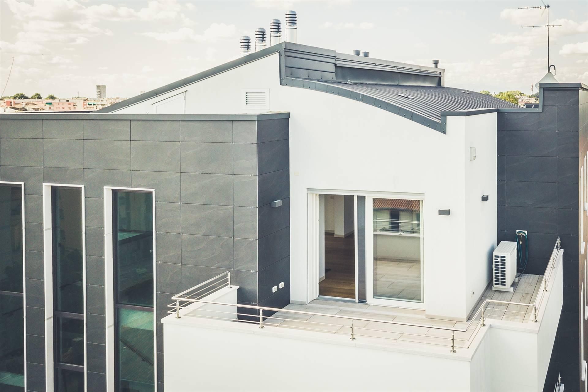 A due passi dal centro di Mestre, proponiamo in vendita un immobile unico nel suo genere posto al 6° ed ultimo piano di una palazzina di recentissima
