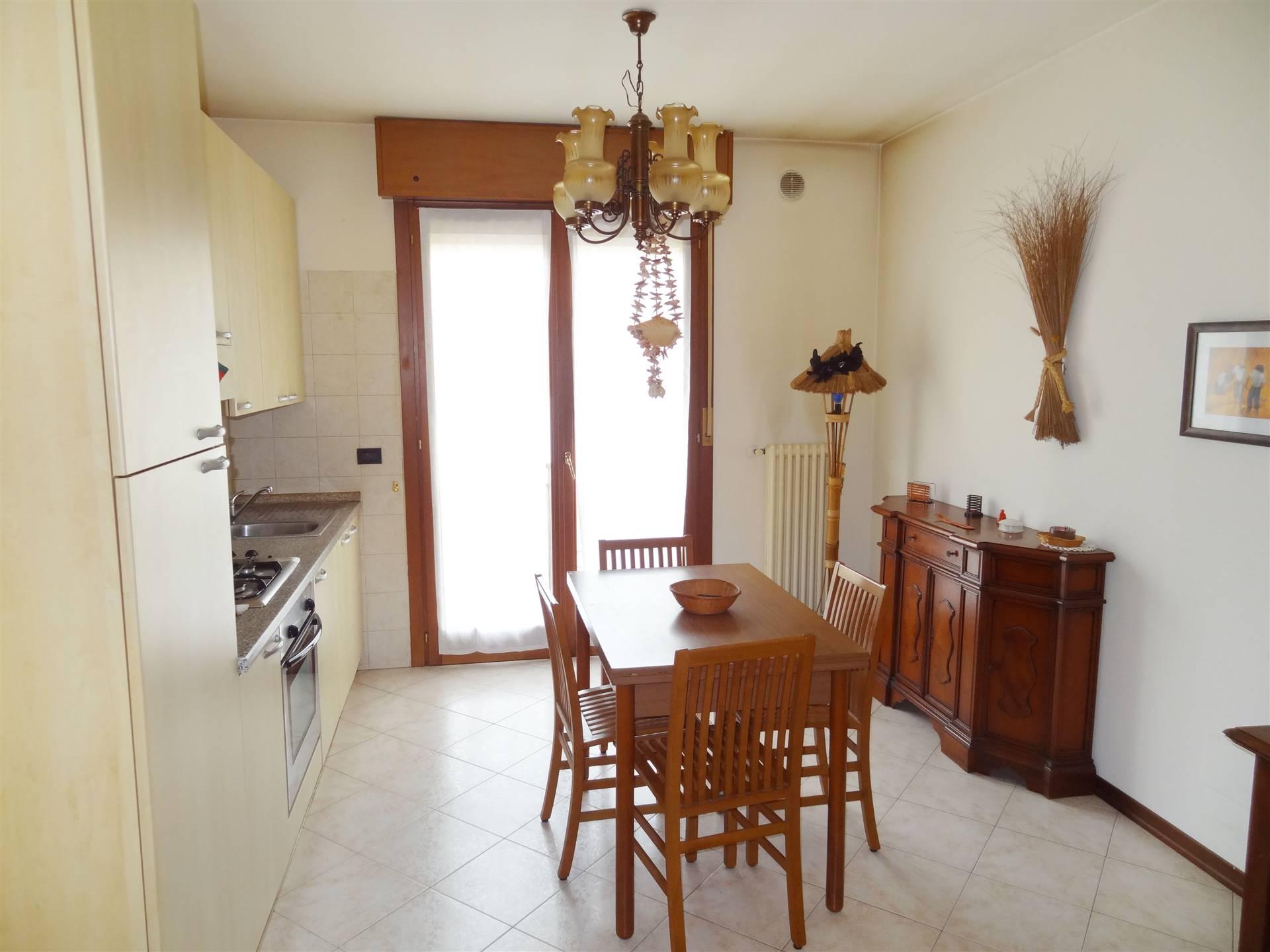 Mestre Miranese, proponiamo un appartamento bilocale completamente arredato in contesto del 2003 composto da ingresso, soggiorno con angolo cottura,