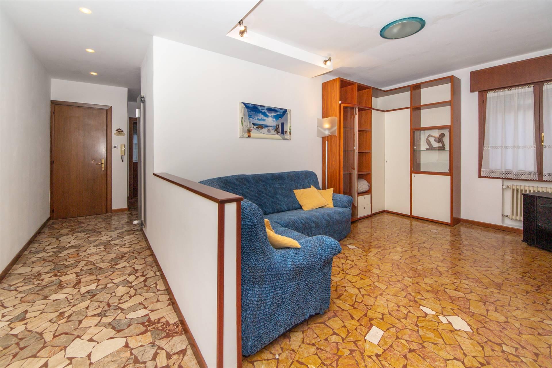 MESTRE, VENEZIA, Квартира в аренду из 80 Км, Отличное, Отопление Централизиванное, Класс энергосбережения: G, на земле 1° на 2, состоит из: 4